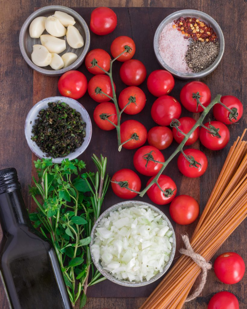All the ingredients to make Roasted Cherry Tomatoes Pasta